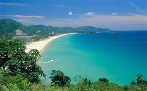 奈洋海滩靠近普吉岛机场,现已被规划为国家公园.