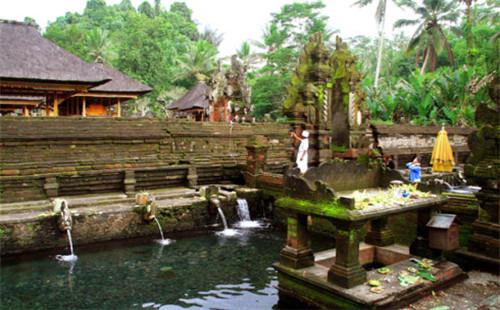 海神庙是巴厘岛最著名的寺庙,也是巴厘岛最重要的庙宇之一,专用来祭祀
