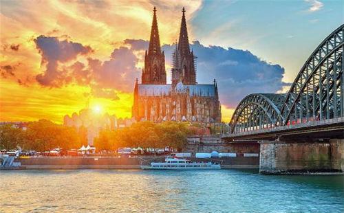德国科隆,游览【科隆大教堂】并夜宿科隆;   从科隆沿着莱茵河前往酒